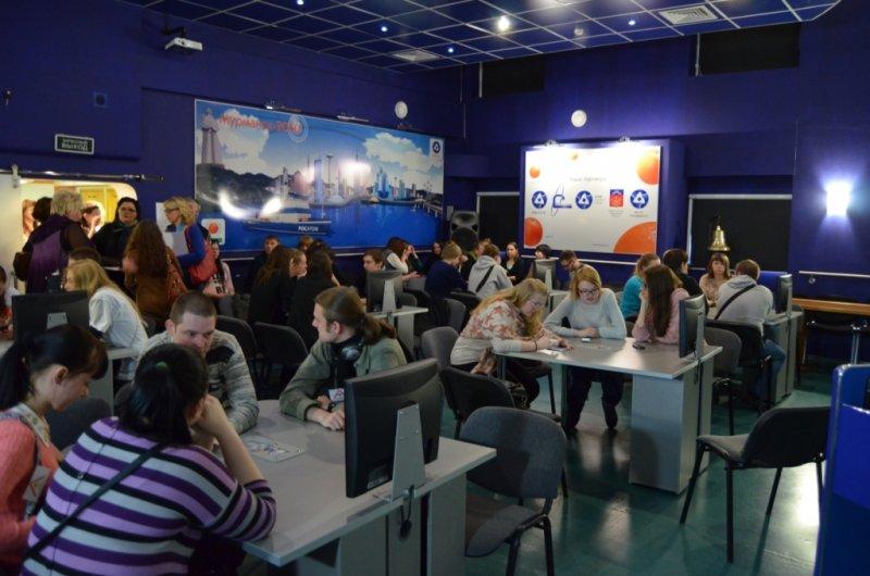 Фото к В информационном центре награждали студентов, открывших ворота в Арктику