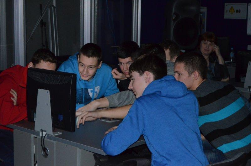 Фото к Информационный центр по атомной энергии Мурманска приветствует победителей областного интеллектуального турнира имени Курчатова.