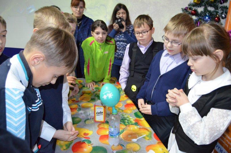 Фото к  Информационный центр по атомной энергии города Мурманска  приглашает Вас принять участие в  Научной елке!