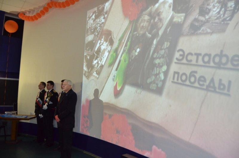 Фото к Эстафета Победы сделала привал в мурманском Информационном центре по атомной энергии.